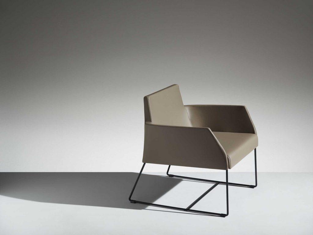 LAMM Fleet Lounge Chair | Woodwood Group